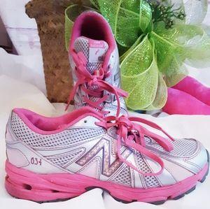 ⚘2/$15⚘ Super Cute New Balance Tennis Shoes